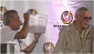 Le Ice Bucket Challenge de Stan Lee